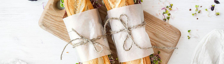 Sandwich sur une planche à pain